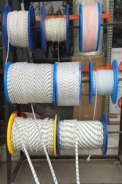 İpek halat imalatı ve satışı yapan izmir firmamızda her çapta ve renkte dilediğiniz uzunlukta has ipekten halat üretimimiz ve satışımız vardır